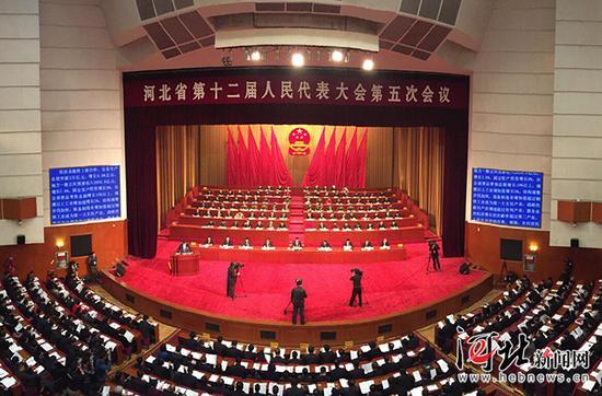 1月8日上午9时,河北省第十二届人民代表大会第五次会议在省会河北会堂开幕。河北日报记者杜宇鹏摄