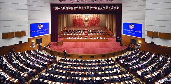 1月7日,政协河北省第十一届委员会第五次会议在省会河北会堂开幕。图为大会会场。河北日报记者田明 赵永辉摄