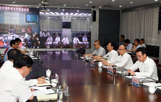6月21日夜,省长许勤在省防汛抗旱指挥部召开了全省防汛工作调度会。 记者孟宇光摄