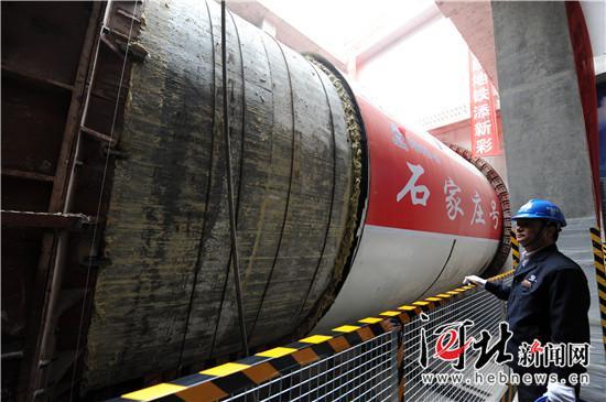 地铁建设节点一:首台隧道盾构掘进机启用