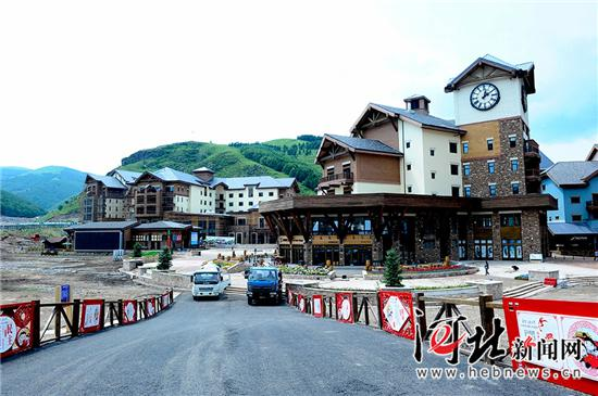 夏日,崇礼太舞滑雪小镇在进行设备升级扩容。 王伟宏摄
