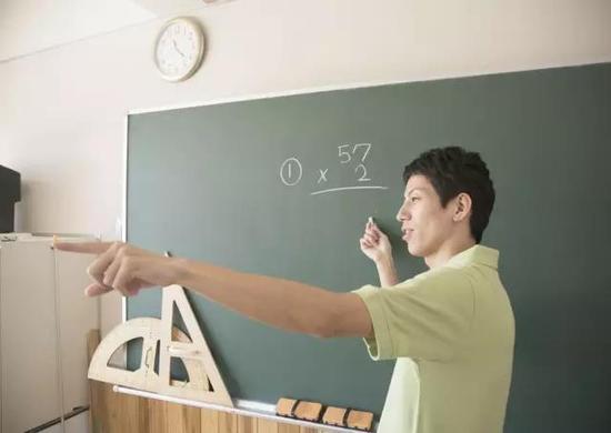 """加大""""本土化""""""""全科化""""教师招聘力度"""