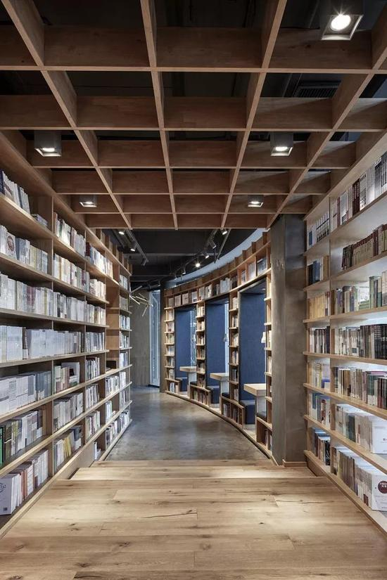 评选评语中称,该书店的设计在熙熙攘攘的环境中能唤起宁静的感觉。