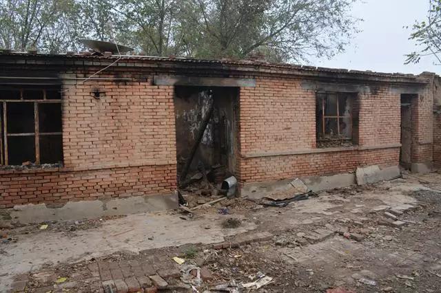 沧州:房屋起火老人被困 13岁少女两进火海救人