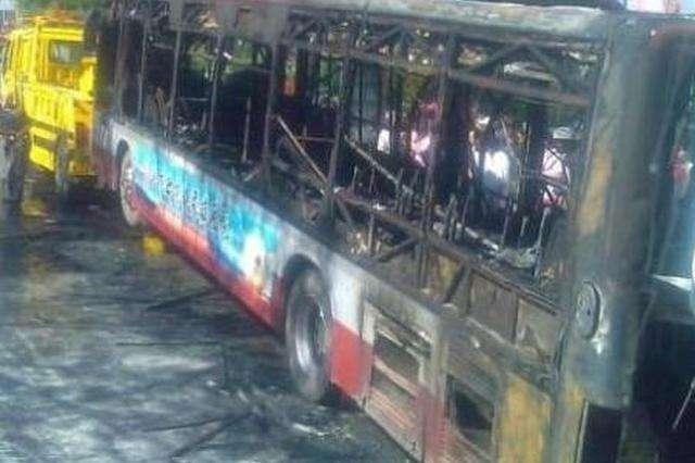 河北巨鹿汽车站11辆公交车着火 无人员伤亡