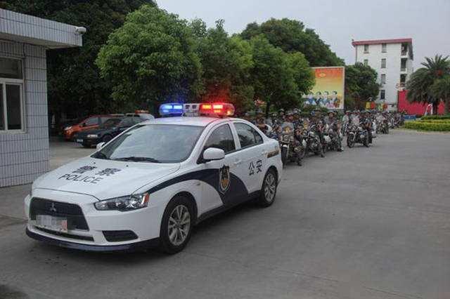 沧州游客狼牙山滑雪被撞昏迷 警车开道火速送医