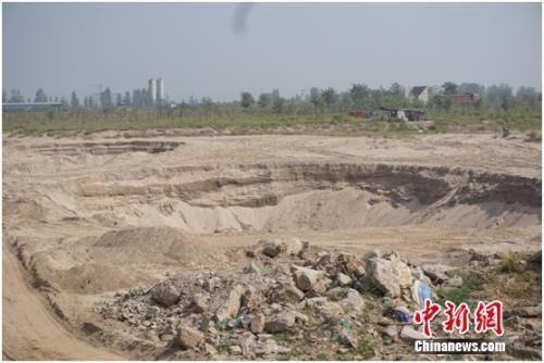 治理前的滹沱河 滹沱河生态区管理处 供图