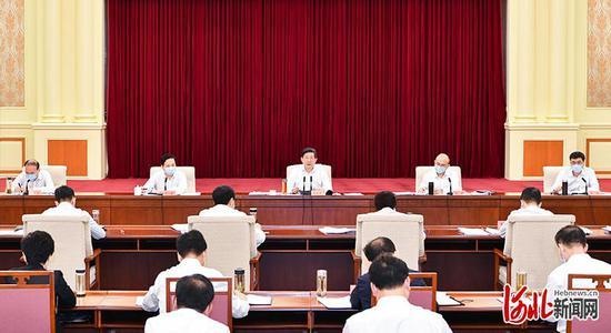 7月14日,省委书记、省人大常委会主任、省级总河湖长王东峰主持召开2020年度省级总河湖长会议。这是会议现场。河北日报记者赵威摄