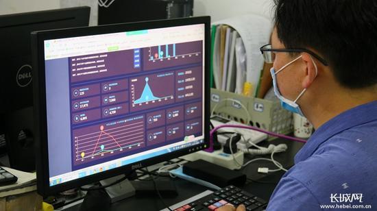 河北传媒学院启用了网络招聘系统适应今年线上招聘会。长城新媒体记者蔡洪坡 摄