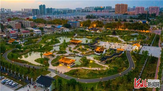 9月10日,无人机航拍新建成的辛集市浣溪园公园。 河北日报记者耿辉摄