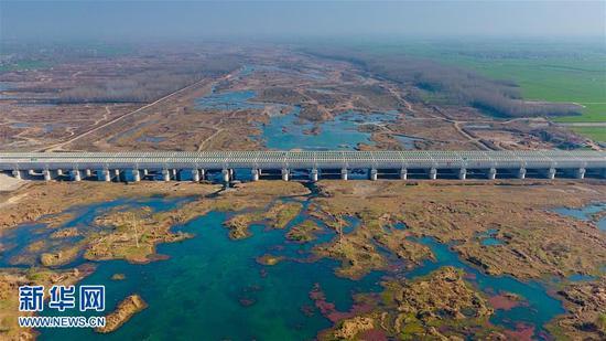 12月1日拍摄的南水北调中线总干渠河南沙河渡槽