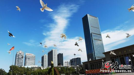 9月4日,石家庄迎来蓝天白云的好天气。 记者史晟全摄