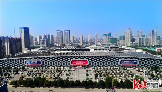 辛集国际皮革城。(资料片)河北日报记者史晟全摄