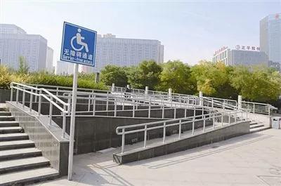 加快公共场所无障碍设施配置和改造