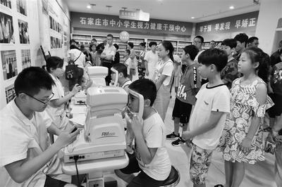 暑假期间省会共有13万中小学生接受视力检查监测