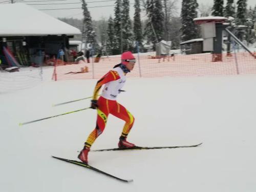 池春雪在越野滑雪比赛中。供图