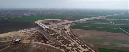 上图为在建的曲港高速一期工程。