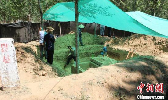 河北清河发现明代石棺墓 出土文物四件