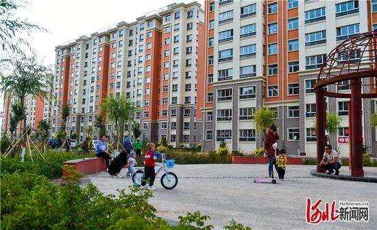 图为8月28日拍摄的康保县易地扶贫搬迁集中安置小区——怡安小区。河北日报记者耿辉摄