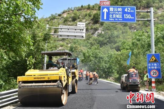 房易路、房东路、良三路、108国道、108国道共5项公路大修工程开工,最大限度保障废旧材料的循环利用。 北京市交通委路政局 张可为 摄