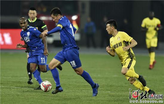 3月16日,石家庄永昌16号矫�丛诒热�带球突破。