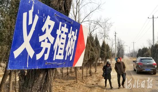 3月6日,石家庄小壁林区内,义务植树指示牌已悬挂到位。今年小壁林区春季义务植树时间为3月10日至3月19日,计划栽植苗木2万余株。河北日报客户端记者田明摄
