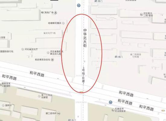 中华大街与和平路交叉口北口雨污水井施工