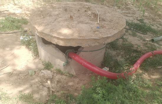 修缮浇水灌溉设施、铺设管道3300米