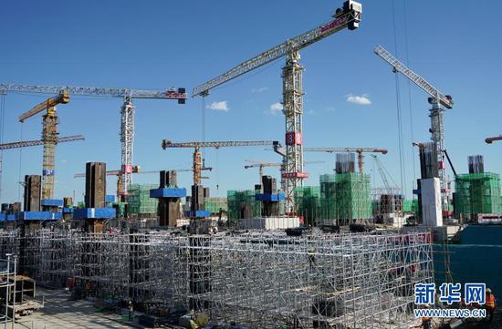 塔吊林立的京雄城际铁路雄安站建设工地(2019年8月29日摄)。新华社记者 牟宇 摄