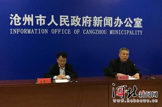 4月13日,沧州市阳光政务新闻发布会现场,教育局在进行政务发布。 记者戴绍志摄