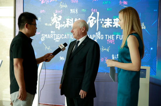 CCTV记者采访意大利普瑞玛集团董事长Gianfranco Carbonato