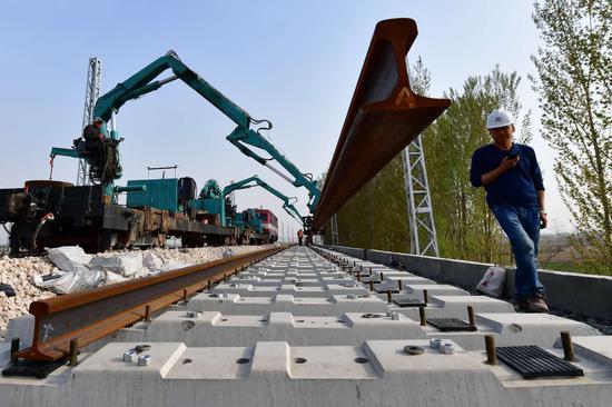 唐曹铁路全线铺轨接近尾声