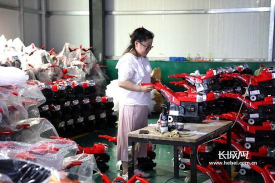 鑫鼎童车工厂车间。长城新媒体记者 李皓 摄