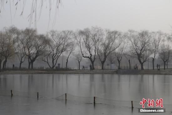 资料图:雾霾天。中新社记者 李慧思 摄