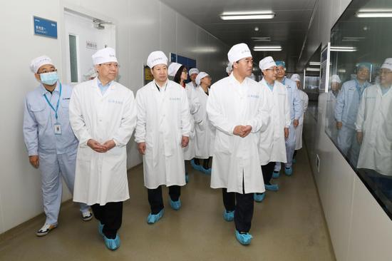 国药集团领导胡建伟一行到冀中能源华北制药参观考察