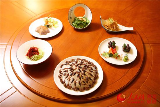 图为药膳推介会上展出的六道凉菜。