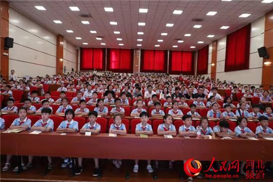 沧州新华区组织中小学生在线关键开学第一课