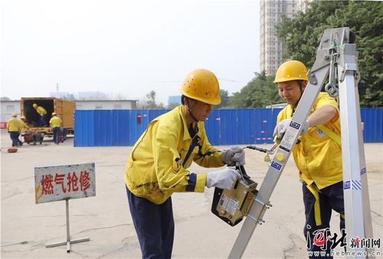 6月19日,由石家庄市燃气中心主办的燃气突发事故应急救援演练举行。