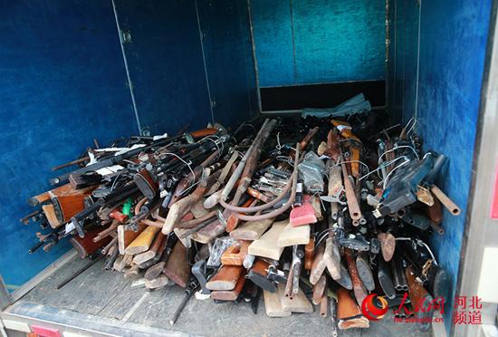 图为石家庄集中统一销毁非法枪支仪式现场。崔贤摄
