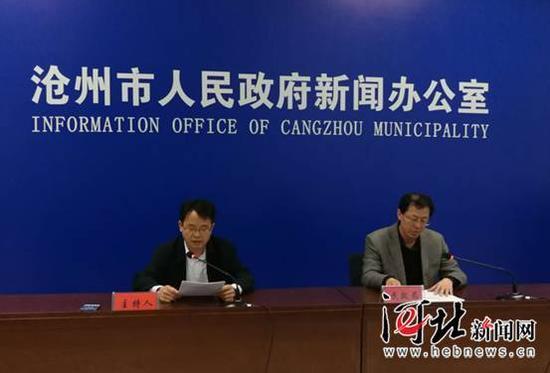 4月13日,沧州市政府召开阳光政务新闻发布会,图为民政局在进行政务发布。 记者戴绍志摄