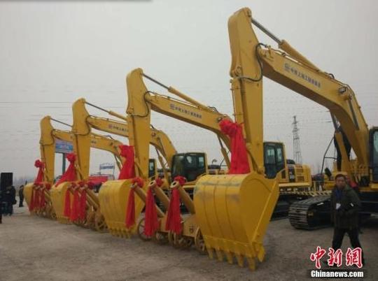 京雄城际铁路开工标志着雄安新区重大基础设施启动建设。该铁路是联系雄安新区、北京新机场和北京城区最便捷、高效的重大交通基础设施,可实现30分钟从北京城区到达雄安新区。中新网记者 李金磊 摄
