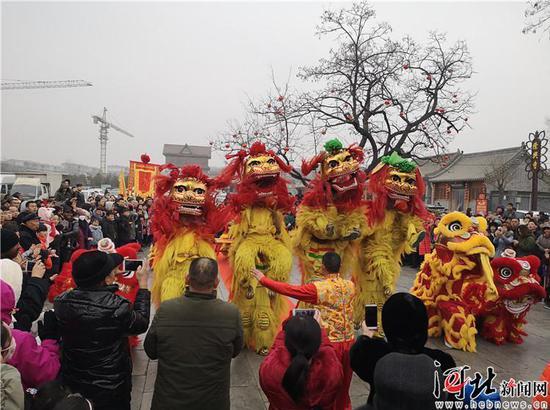 春节7天假日,正定旅游总客流量达160.8万人次。图为春节假期游客畅游古城正定。 正定县委宣传部供图。