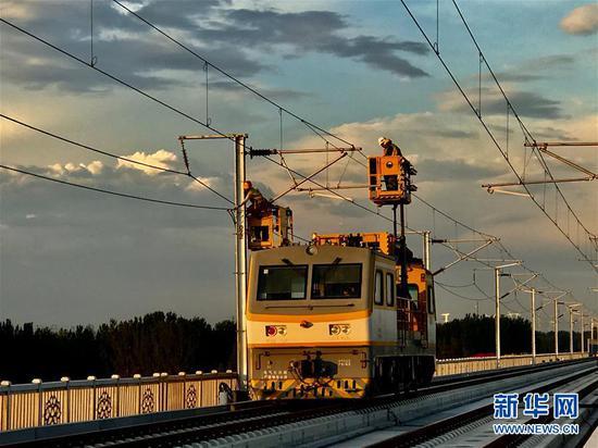 多平台作业车在作业中(9月3日摄)。新华社发(刘华明摄)