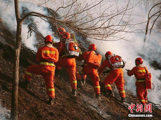 资料图:吉林森林消防举行灭火演练。宋振豪 摄