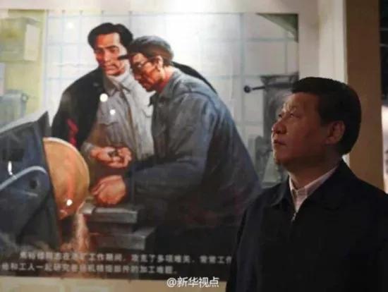 2014年3月,习近平来到焦裕禄同志纪念馆参观。