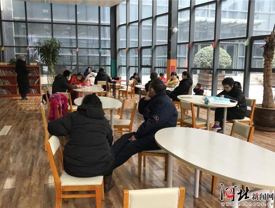 春节假期,河北省图书馆儿童活动中心很热闹。 记者田恬摄