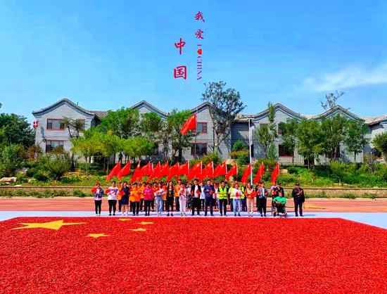 河北邯郸粮画小镇作幅粮画献祖国