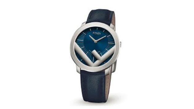 Run Away Man腕表弧面表盘上的蓝色调增强了深邃立体感,赋予腕表永恒魅力。