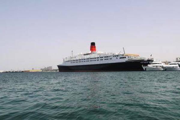 """在迪拜??渴?邮轮变身""""漂流酒店"""""""