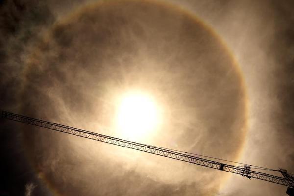 拉萨天空现日晕奇观